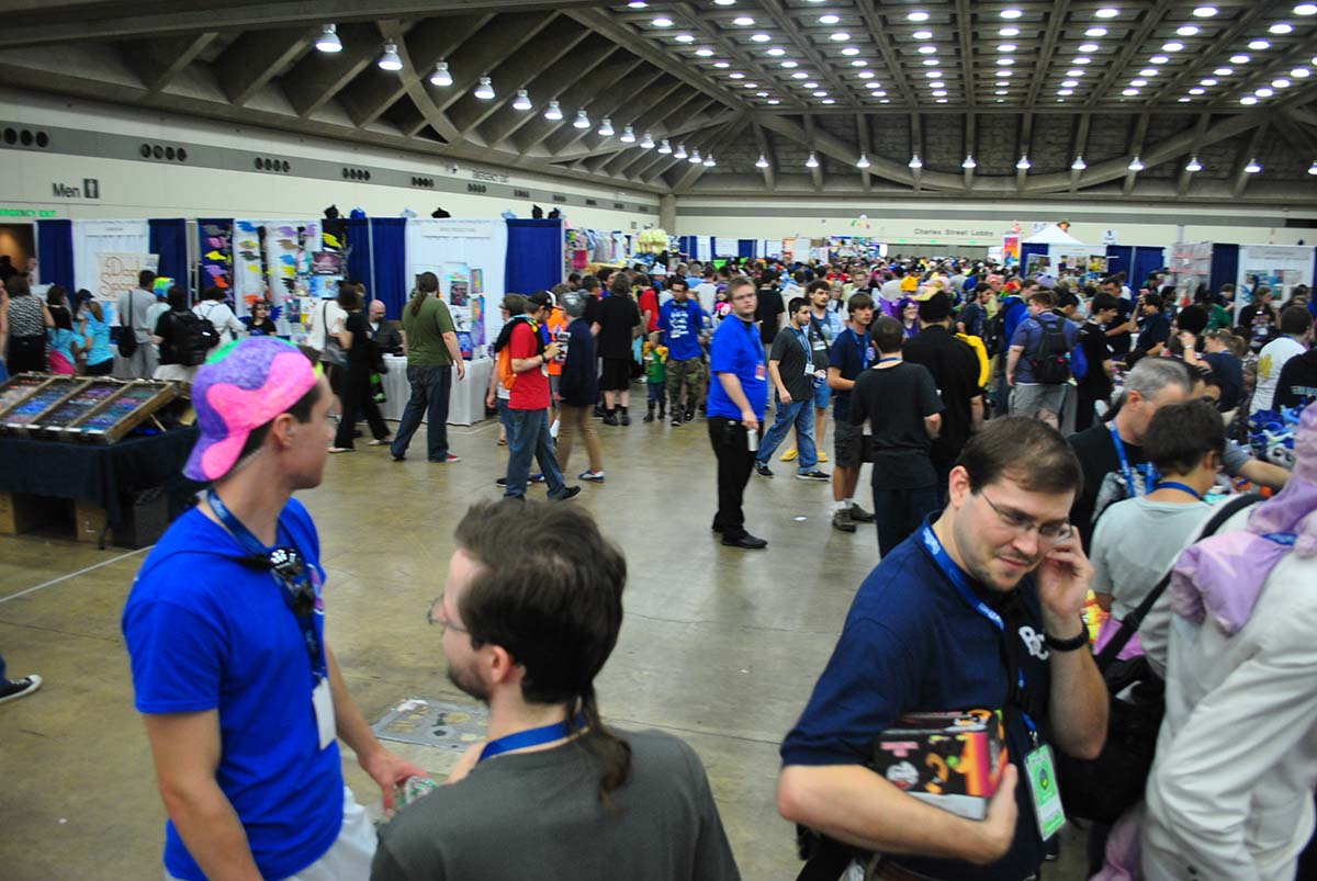 Bronycon_2014_vendor_hall